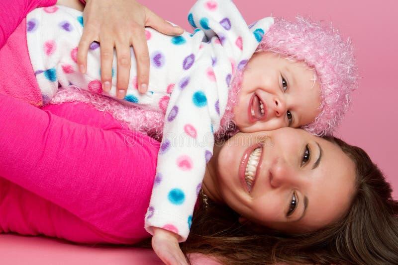 ευτυχής μητέρα παιδιών στοκ φωτογραφία