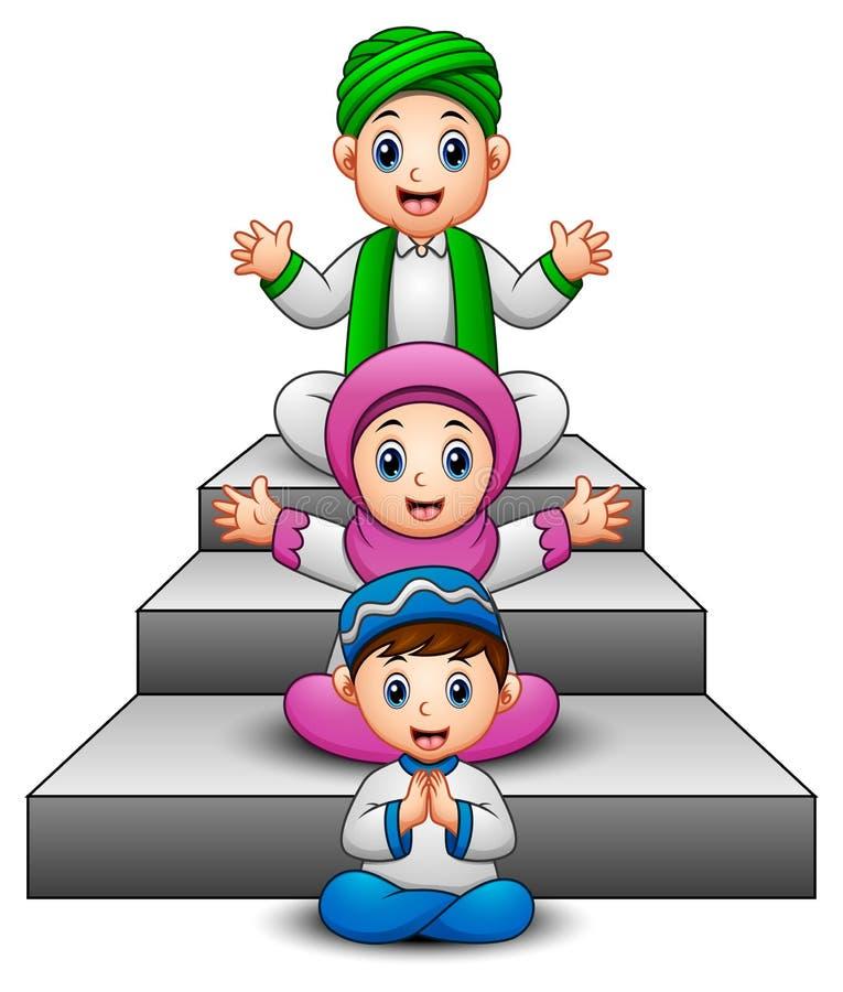Ευτυχής μουσουλμανική συνεδρίαση χεριών κυματισμού κινούμενων σχεδίων παιδιών στο σκαλοπάτι απεικόνιση αποθεμάτων
