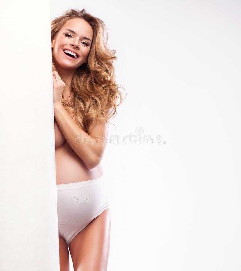 Ευτυχής ξανθή γυναίκα στοκ εικόνες με δικαίωμα ελεύθερης χρήσης