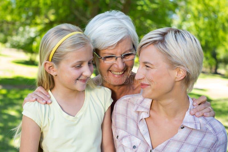 Ευτυχής ξανθός με την κόρη και τη γιαγιά της στοκ φωτογραφίες με δικαίωμα ελεύθερης χρήσης