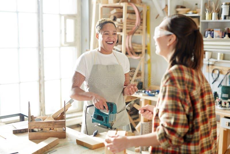 Ευτυχής ξυλουργός στοκ εικόνες