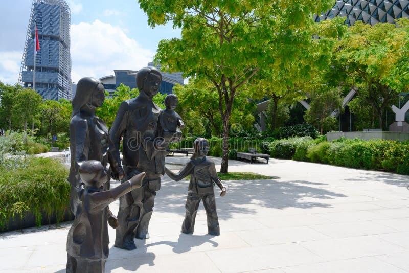 Ευτυχής οικογένεια αγαλμάτων πέντε στη Σιγκαπούρη, 2012, στοκ εικόνες
