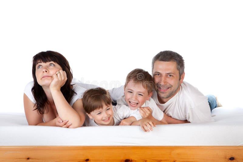 Ευτυχής οικογένεια μαζί στο σπορείο στοκ εικόνα με δικαίωμα ελεύθερης χρήσης