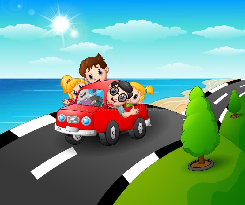 Ευτυχής οικογένεια που οδηγά ένα αυτοκίνητο στο δρόμο παραλιών διανυσματική απεικόνιση