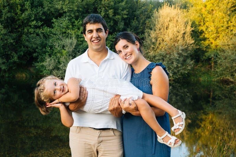 Ευτυχής οικογένεια pregnat στοκ εικόνες