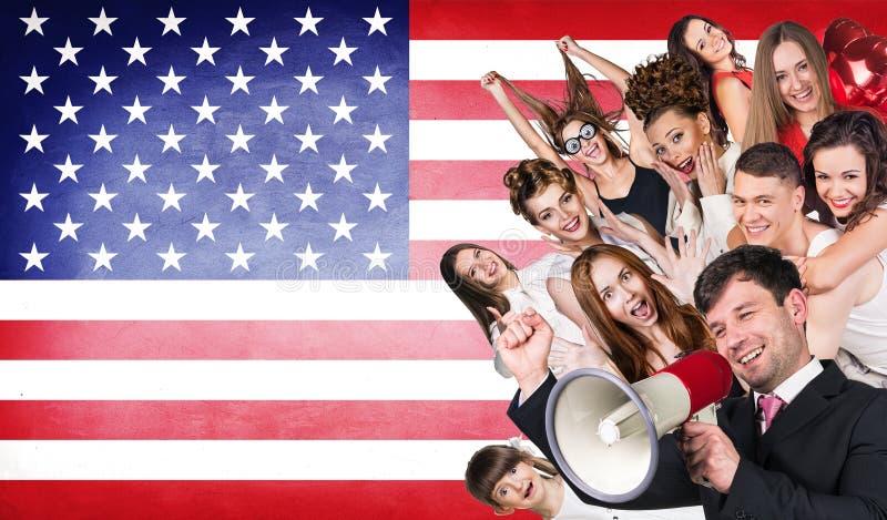 Ευτυχής ομάδα διαφορετικών σπουδαστών στοκ εικόνα με δικαίωμα ελεύθερης χρήσης