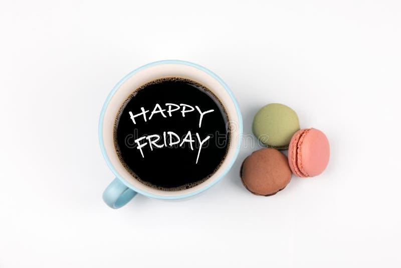 Ευτυχής Παρασκευή κούπα καφέ και macarons στοκ φωτογραφία με δικαίωμα ελεύθερης χρήσης