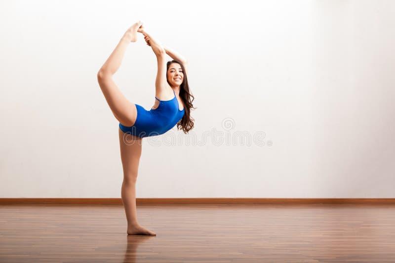 Ευτυχής προετοιμασία χορευτών μπαλέτου στοκ φωτογραφίες