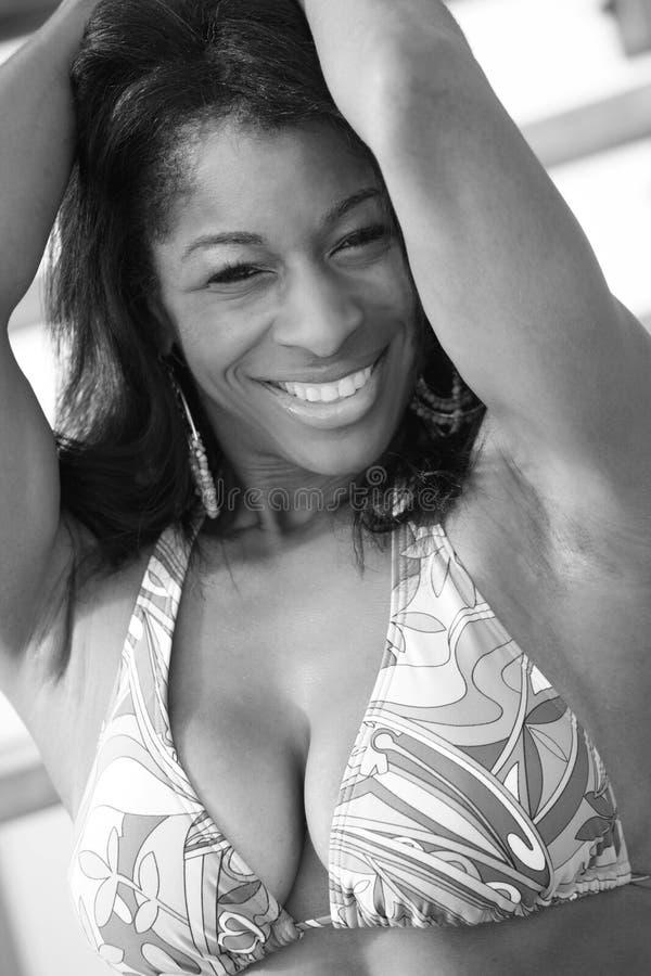 Ευτυχής πρότυπη τοποθέτηση bikini στοκ φωτογραφία με δικαίωμα ελεύθερης χρήσης