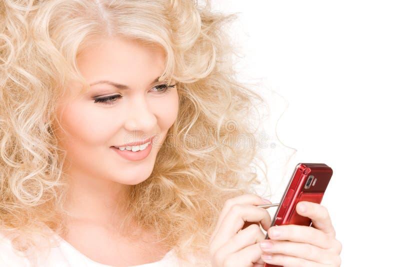Download ευτυχής τηλεφωνική γυν&alph Στοκ Εικόνα - εικόνα από περιοδεύοντας, σύγχρονος: 13187715