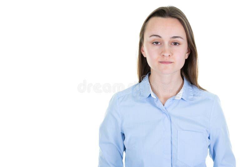 Ευτυχής χαμογελώντας νέα όμορφη γυναίκα που απομονώνεται στο άσπρο υπόβαθρο στοκ εικόνα με δικαίωμα ελεύθερης χρήσης