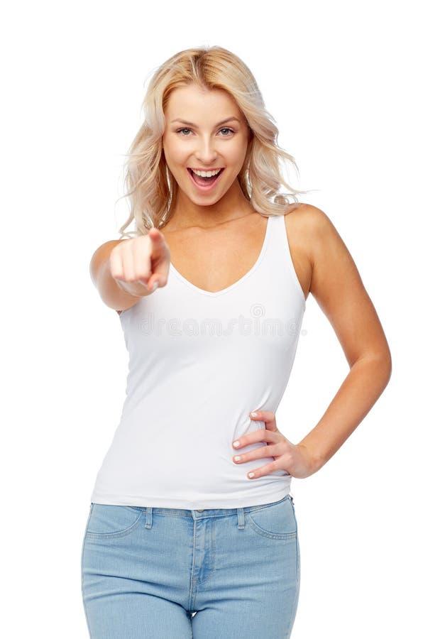 Ευτυχής χαμογελώντας νέα γυναίκα με την ξανθή τρίχα στοκ φωτογραφία με δικαίωμα ελεύθερης χρήσης
