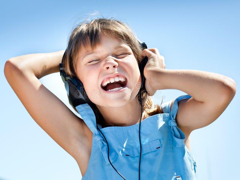 ευτυχή ακουστικά κοριτ στοκ εικόνες
