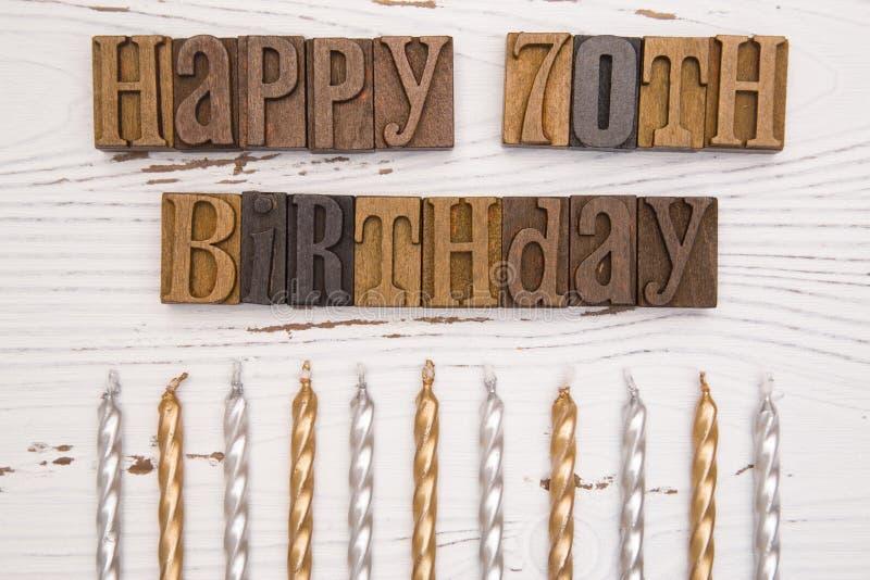 Ευτυχή 70α γενέθλια που συλλαβίζουν στο σύνολο τύπων στοκ εικόνες με δικαίωμα ελεύθερης χρήσης