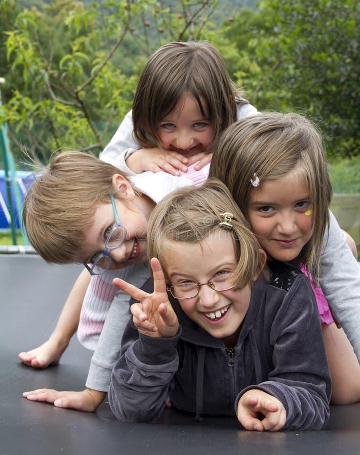 Ευτυχή κορίτσια στοκ εικόνα με δικαίωμα ελεύθερης χρήσης