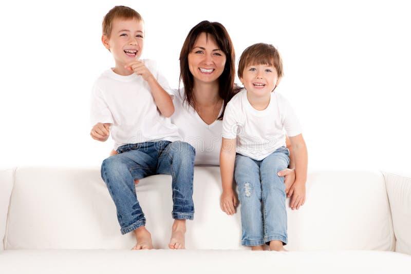 Ευτυχή μητέρα και παιδιά στοκ φωτογραφία με δικαίωμα ελεύθερης χρήσης