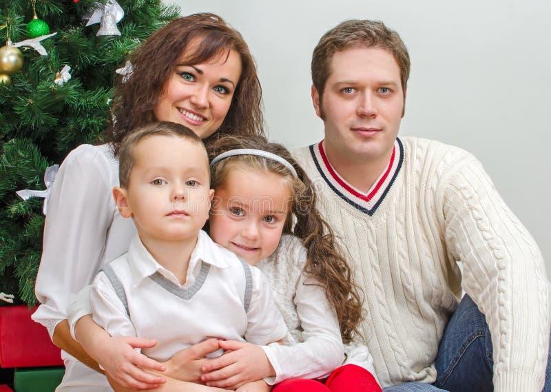 Ευτυχή οικογενειακά μέλη στοκ εικόνες με δικαίωμα ελεύθερης χρήσης