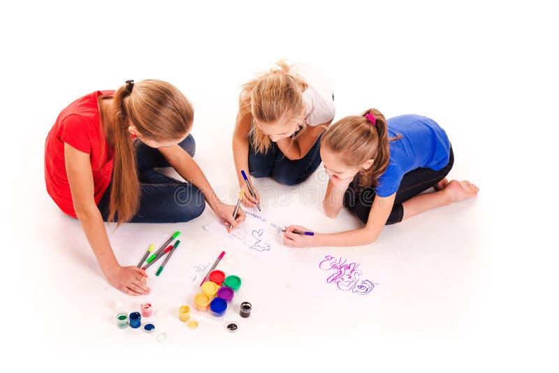 Ευτυχή παιδιά που επισύρουν την προσοχή στο λευκό στοκ εικόνα με δικαίωμα ελεύθερης χρήσης