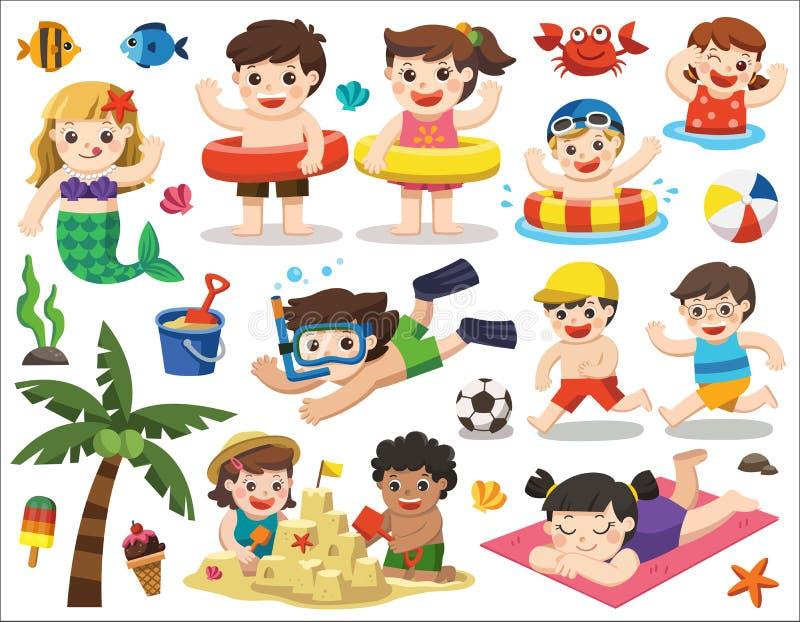 Ευτυχή παιδιά που παίζουν στην παραλία και την κολύμβηση ελεύθερη απεικόνιση δικαιώματος