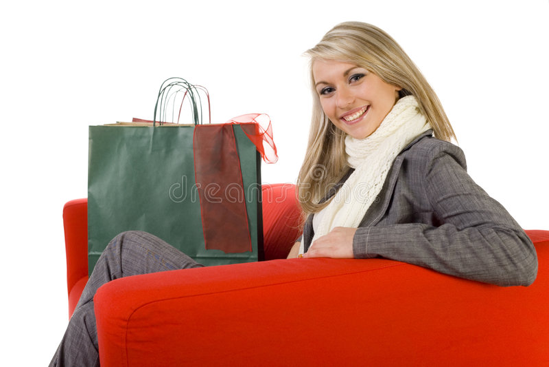 ευτυχείς κόκκινες νεολαίες γυναικών καναπέδων στοκ εικόνα
