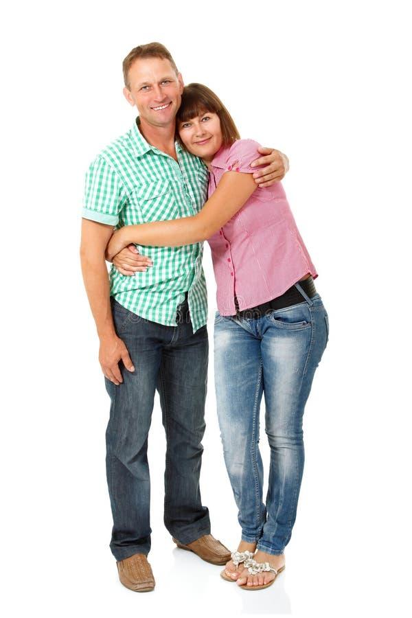 Ευτυχείς μέσοι ενήλικοι σύζυγος και σύζυγος που έχουν τη διασκέδαση και που χαμογελούν πέρα από το whi στοκ φωτογραφία