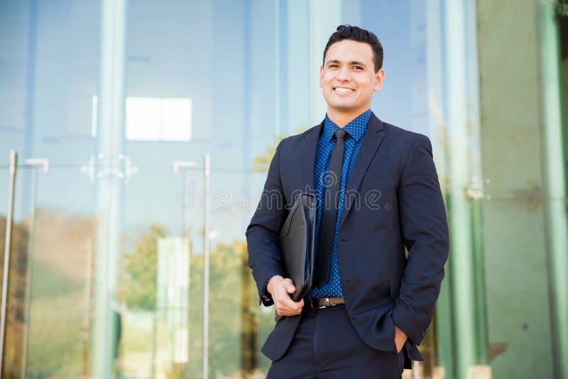 ευτυχείς νεολαίες επιχειρηματιών στοκ εικόνες