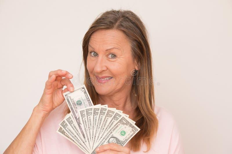 Ευτυχείς σημειώσεις δολαρίων γυναικών στοκ εικόνα