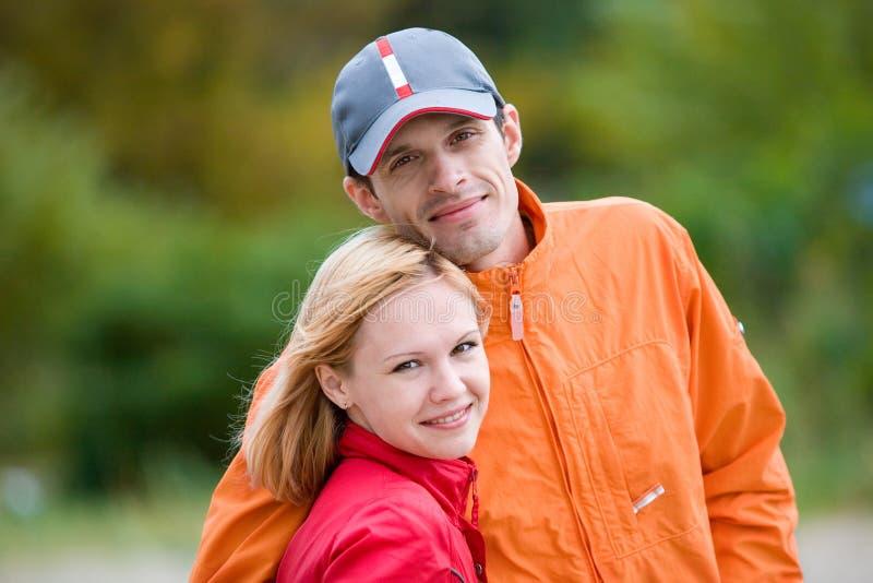 ευτυχείς χαμογελώντας νεολαίες στοκ φωτογραφία με δικαίωμα ελεύθερης χρήσης