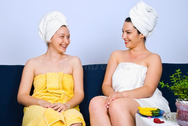 ευτυχείς salon spa γυναίκες σ&ups στοκ φωτογραφίες με δικαίωμα ελεύθερης χρήσης