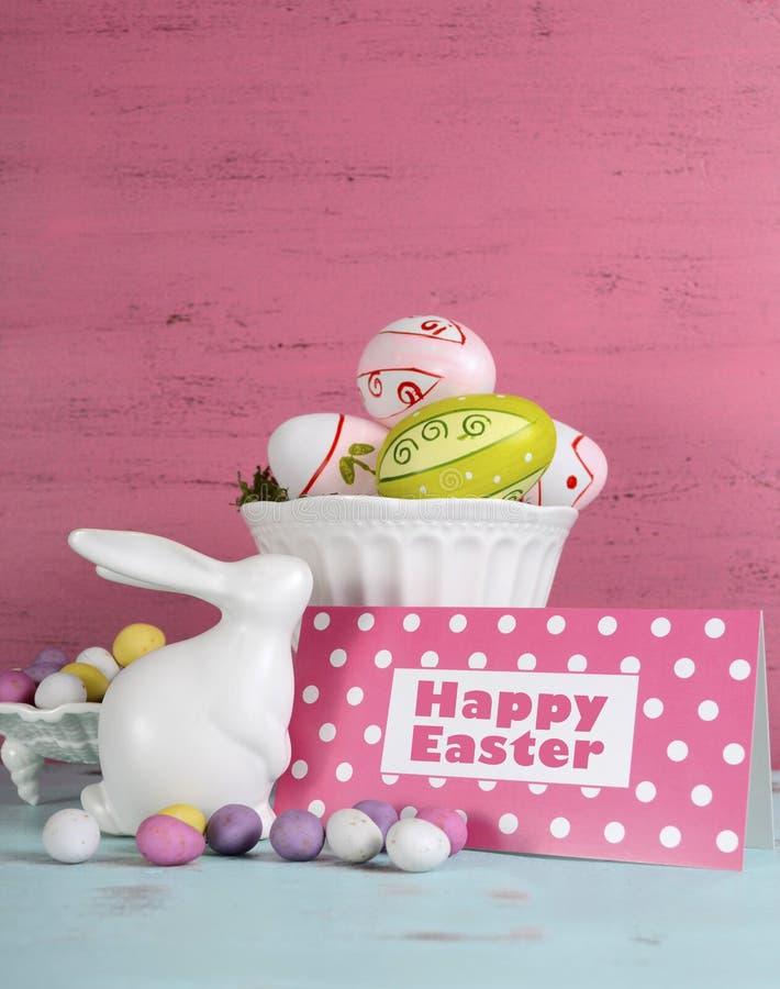 Ευτυχισμένη ζωή Πάσχας ακόμα με το λαγουδάκι και τα κύπελλα των αυγών στοκ φωτογραφίες με δικαίωμα ελεύθερης χρήσης