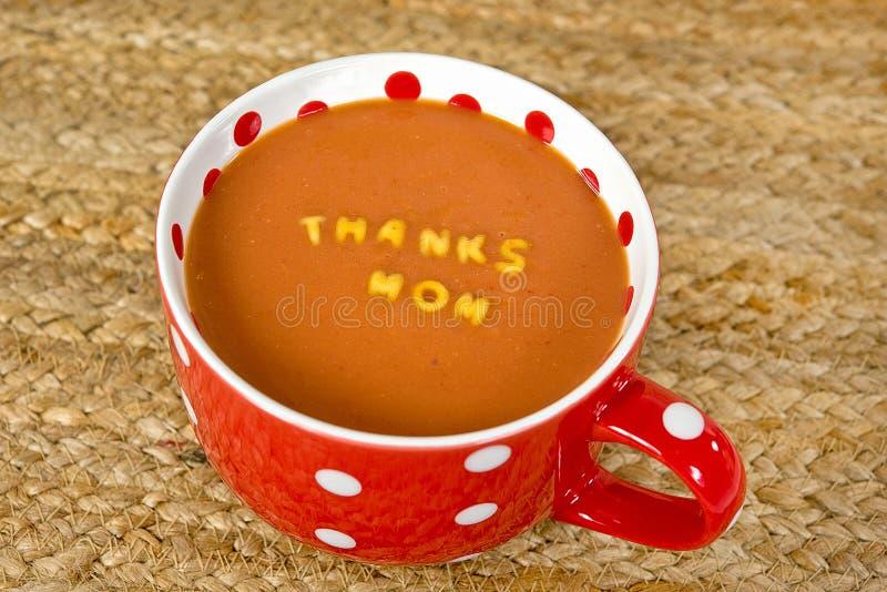 Ευχαριστεί mom στην επιστολή ζυμαρικών στη σούπα στοκ εικόνα με δικαίωμα ελεύθερης χρήσης