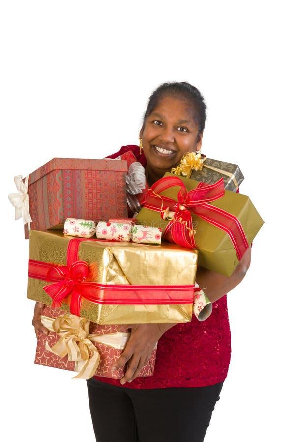 Ευχαριστημένος από τα χριστουγεννιάτικα δώρα στοκ εικόνες