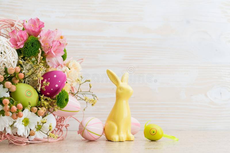 Ευχετήρια κάρτα Πάσχας των φρέσκων λουλουδιών στοκ εικόνα με δικαίωμα ελεύθερης χρήσης
