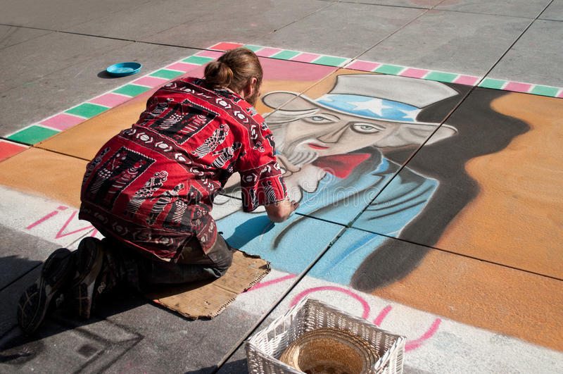 Εφήμερος ζωγράφος καλλιτεχνών στην οδό του Παρισιού στοκ φωτογραφίες με δικαίωμα ελεύθερης χρήσης