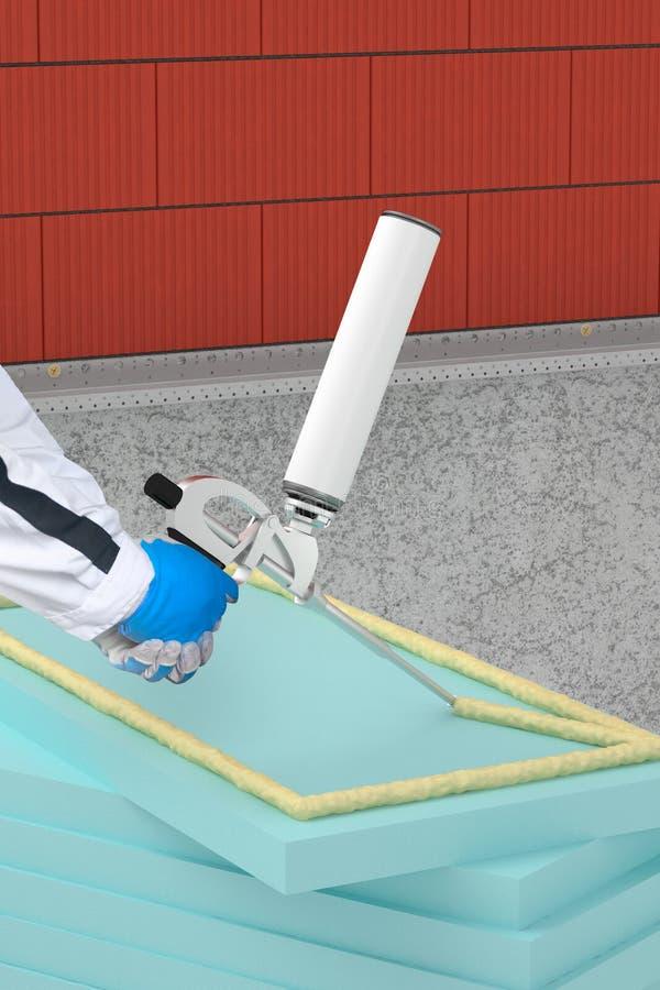 Εφαρμογή της θερμικής μόνωσης με το πυροβόλο όπλο αφρού στην πρόσοψη στοκ φωτογραφίες