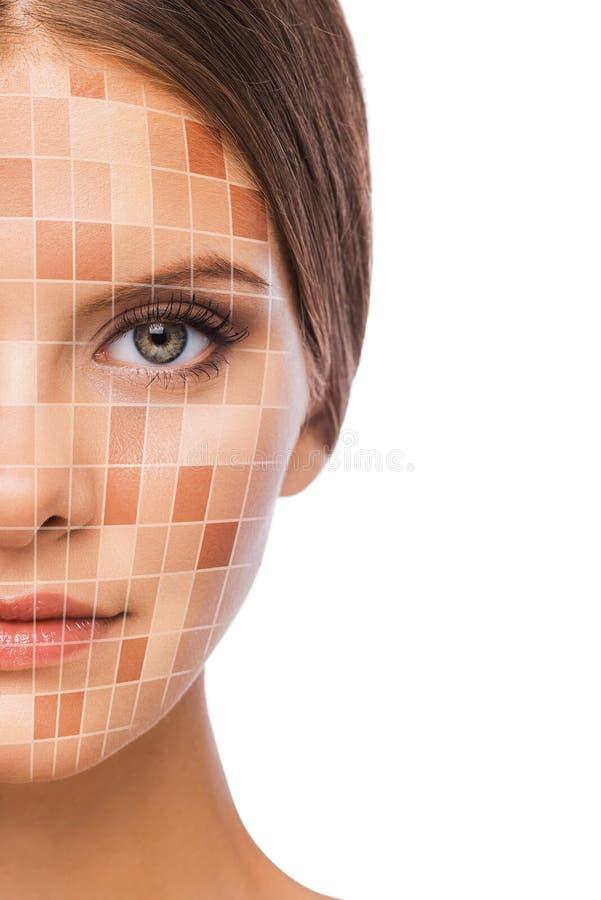 'Εφαρμογή' του διαφανούς βερνικιού δερμάτων προσοχής στοκ φωτογραφίες με δικαίωμα ελεύθερης χρήσης