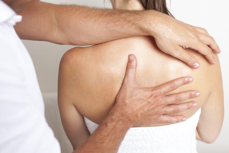 Εφαρμοσμένη chiropractic προσοχή στη σπονδυλική στήλη στοκ εικόνες με δικαίωμα ελεύθερης χρήσης