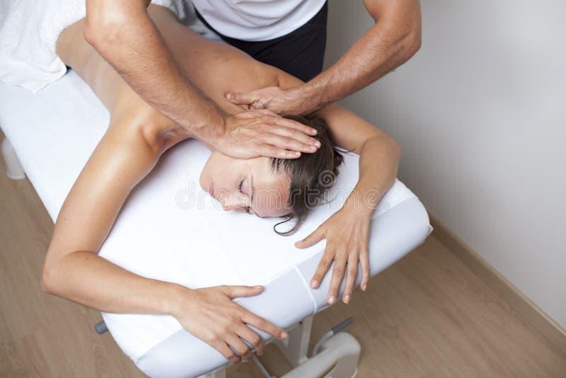Εφαρμοσμένη chiropractic προσοχή στοκ εικόνα με δικαίωμα ελεύθερης χρήσης