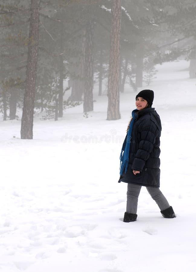 εφηβικός χειμώνας κοριτ&sigm στοκ φωτογραφία με δικαίωμα ελεύθερης χρήσης