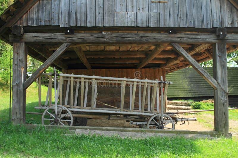 Εφοδιασμένο με ξύλα outhouse στο υπαίθριο μουσείο στοκ φωτογραφία με δικαίωμα ελεύθερης χρήσης
