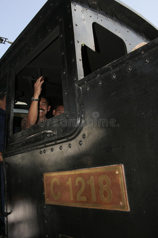 Download λεωφορείο καταστρωμάτων αρχαίων και μεταφορών ραγών στην πόλη σόλο, κεντρική Ιάβα Εκδοτική Εικόνες - εικόνα από μεταφορά, ήταν: 62710756