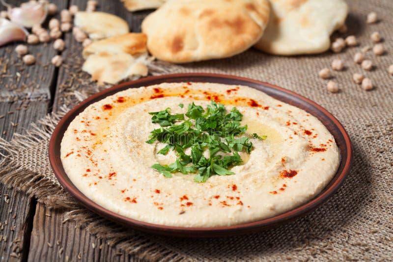 Εύγευστα κρεμώδη ανατολικά παραδοσιακά τρόφιμα hummus στοκ εικόνα με δικαίωμα ελεύθερης χρήσης