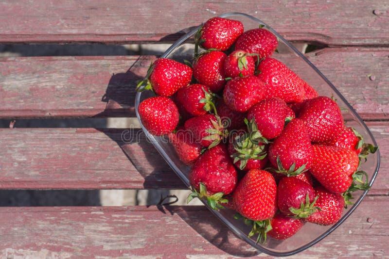 Εύγευστες φρέσκες φράουλες στοκ φωτογραφίες