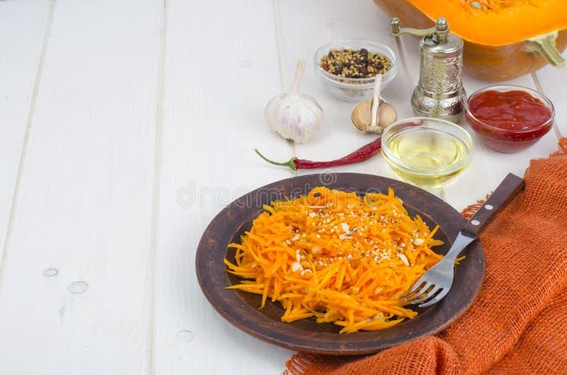Εύγευστη υγιής σαλάτα κολοκύθας διατροφής στοκ φωτογραφίες