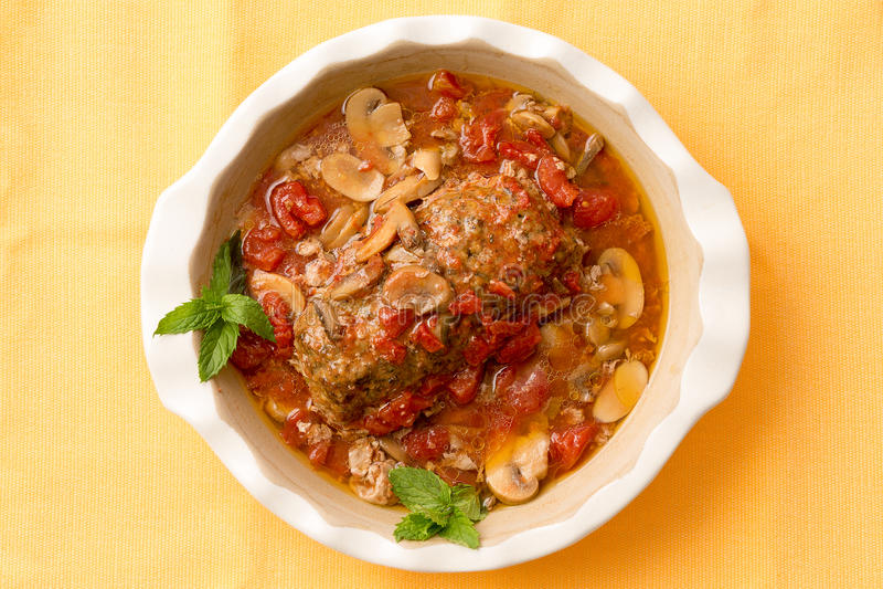 Εύγευστο αλμυρό meatloaf casserole στοκ φωτογραφία