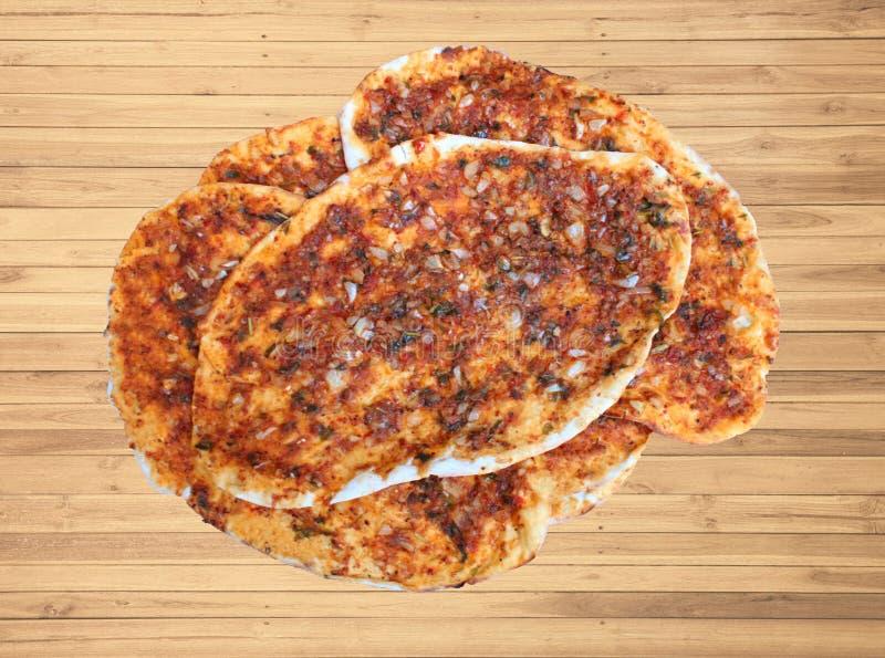 Εύγευστο εγχώριο lahmacunu, συμπαθητικό πιάτο Τούρκου στοκ φωτογραφίες