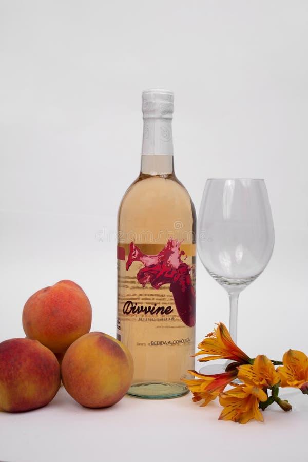Εύγευστο κρασί ροδάκινων στοκ φωτογραφία
