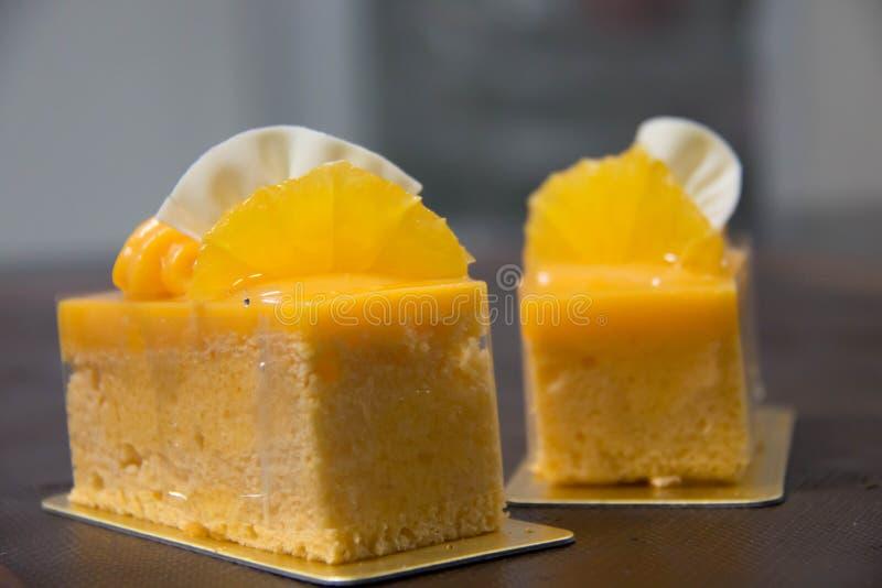 Εύγευστο πορτοκαλί κέικ με την πορτοκαλιά κρέμα στοκ φωτογραφία με δικαίωμα ελεύθερης χρήσης