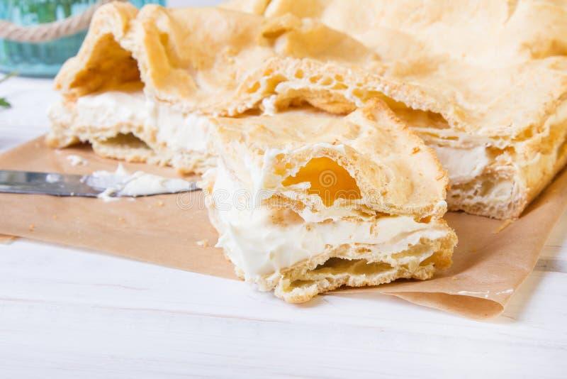 Εύγευστο πολωνικό κέικ με creme, αποκαλούμενο Karpatka στοκ φωτογραφία