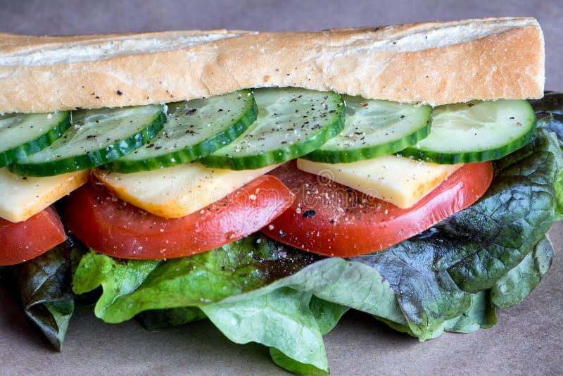 Εύγευστο σάντουιτς έτοιμο για το χρόνο μεσημεριανού γεύματος στοκ φωτογραφία με δικαίωμα ελεύθερης χρήσης